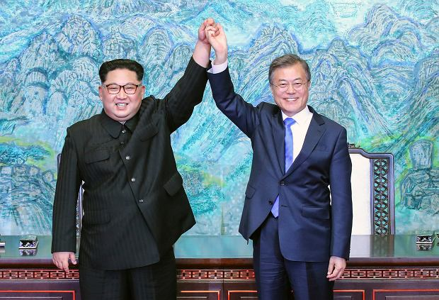 Kim Dzong-Un i prezydent Moon-Jae In podczas kwietniowego spotkania na granicy
