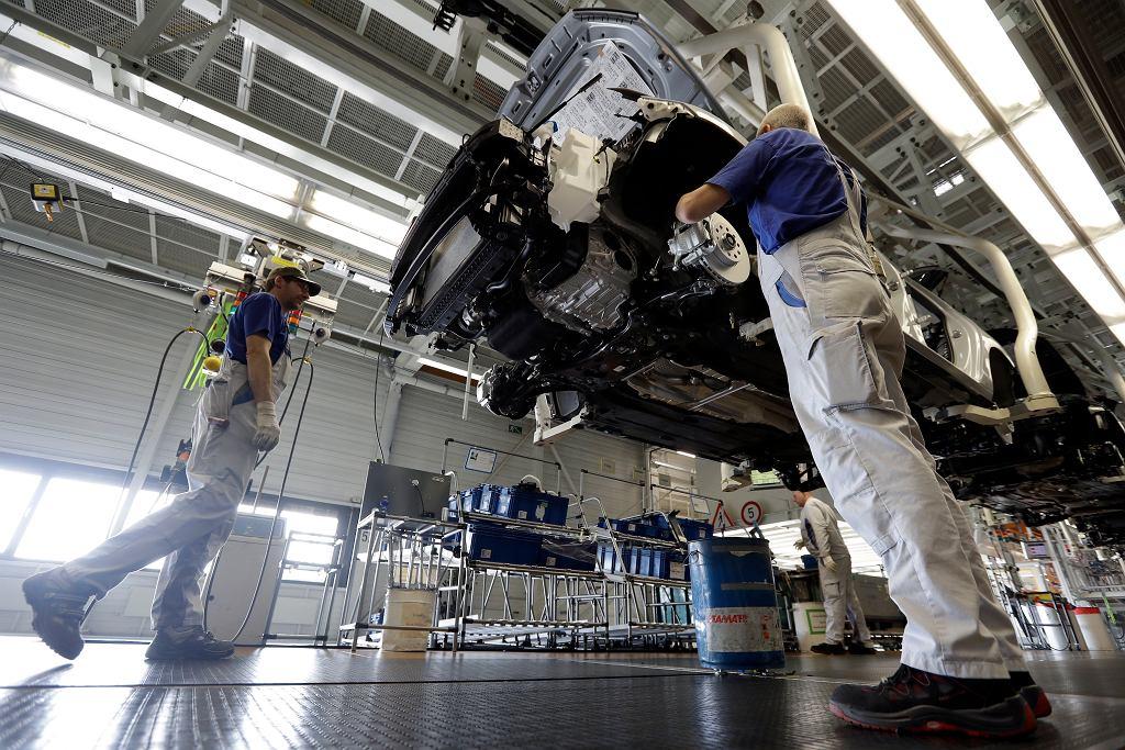 Niemcy - fabryka samochodów - zdjęcie ilustracyjne