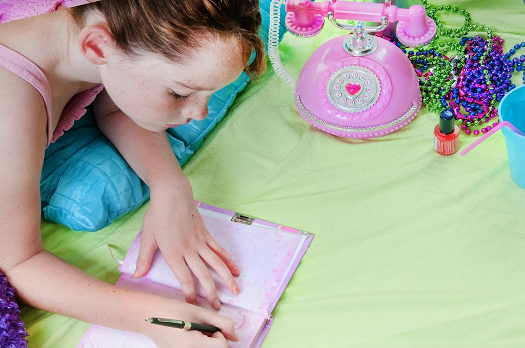 Pisanie pamiętnika jest sposobem na gromadzenie wspomnień, ale i na przepracowanie tego, co wydarzyło się w ciągu dnia