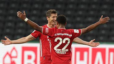 Robert Lewandowski świętuje gola, Bayern zdobywa Puchar Niemiec