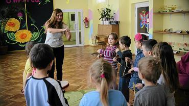Zajęcia muzyczne w przedszkolu - zdjęcie ilustracyjne