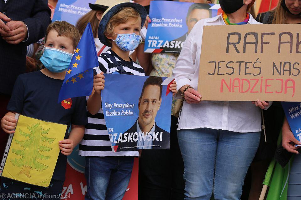 Wybory 2020. Rafał Trzaskowski na spotkaniu z mieszkańcami w Obornikach Śląskich