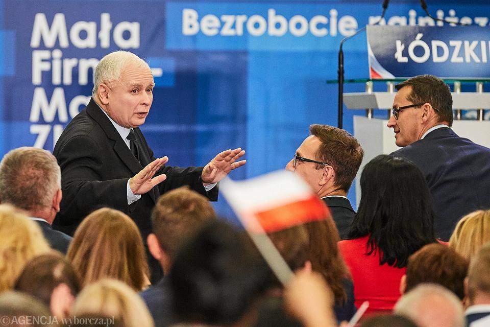Prezes Jarosław Kaczyński i jego partyjny podwładny, premier rządu PiS Mateusz Morawiecki podczas konwencji PiS w Łodzi. 29 września 2018