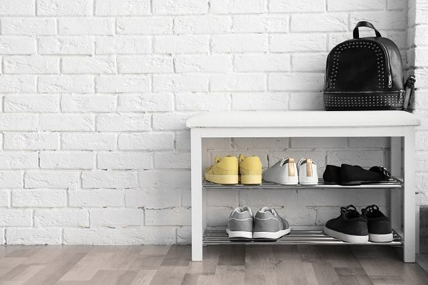 Dlaczego warto kupić szafkę na buty?