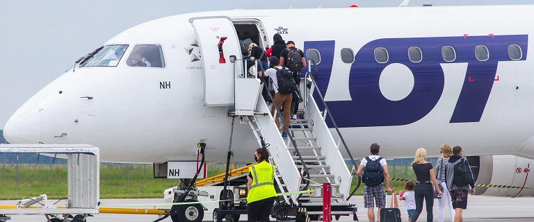 Samolot do Grecji wystartował z opóźnieniem. Pasażer awanturował się o maseczkę