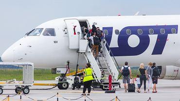 Samolot PLL LOT przed wylotem do Zakintos z Bydgoszczy (zdjęcie ilustracyjne).