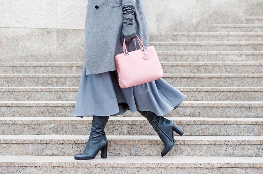 Tej jesieni postaw na szare buty! Znajdź idealny model dla