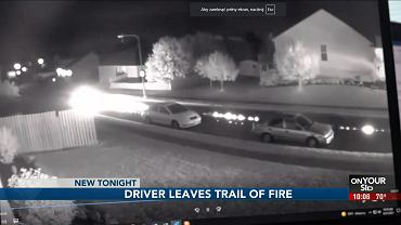 Płonące ślady na asfalcie w Omaha