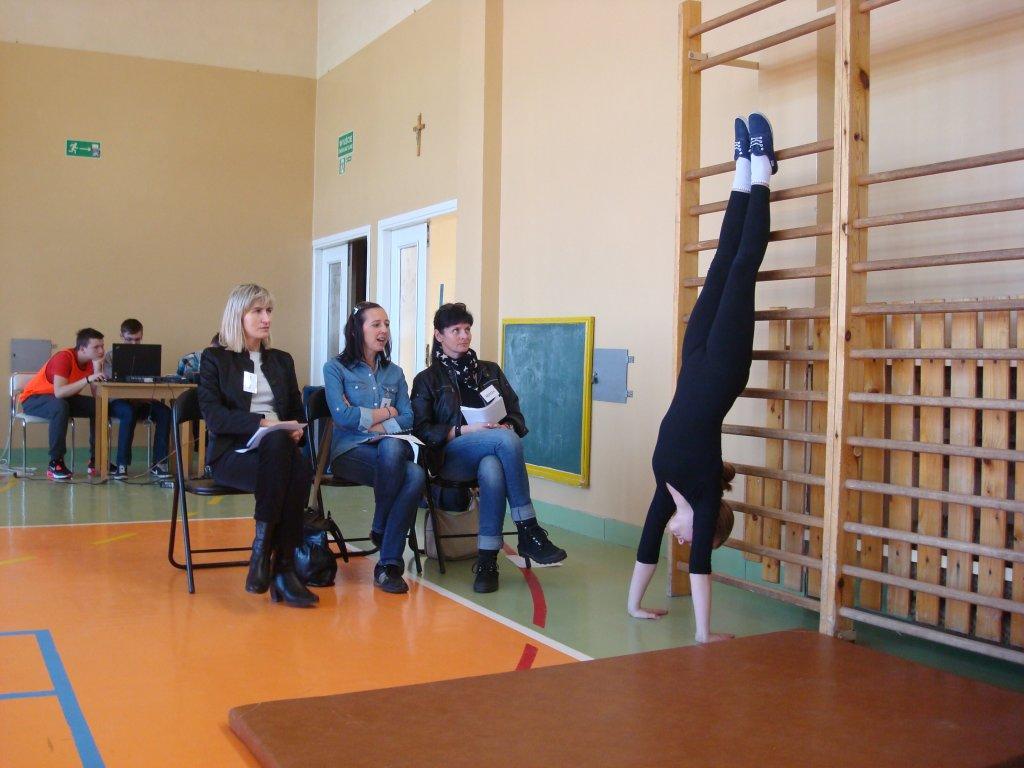 Kielce. Międzyszkolne zawody 'Pierwszy krok gimnastyczny' w ZSO nr 11