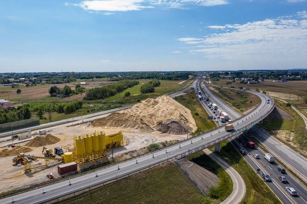 Autostrada A1 między węzłami Tuszyn-Piotrków Trybunalski trwają