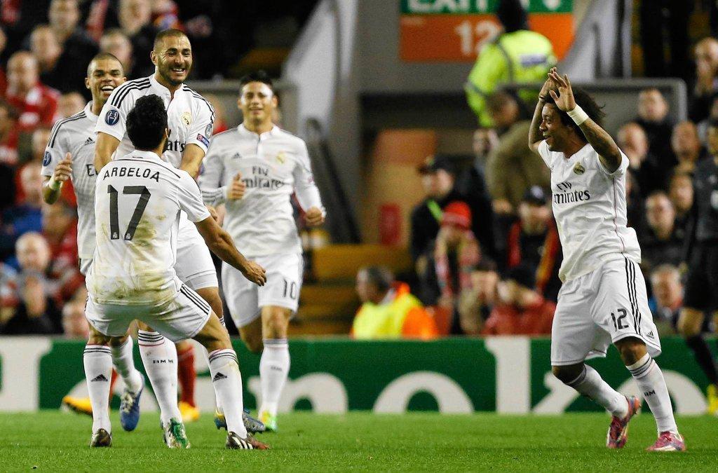 Karim Benzema cieszy się z gola