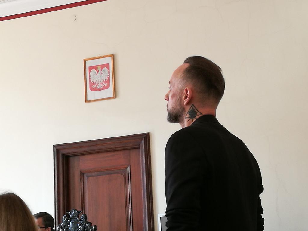 Adam 'Nergal' Darski na sali sądowej w Gdańsku