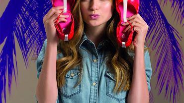 Najnowsza, wiosenno-letnia kolekcja marki Mel Dreamed by Melissa na pewno nie rozczaruje wiernych fanek gumowych, pachnących, dziewczęcych modeli butów w soczystych kolorach. W tym sezonie, marka odwołuje się do klasyki, ale i wprowadza nowe modele w zaskakujących, ciekawych kolorach i z niebanalnymi dodatkami.