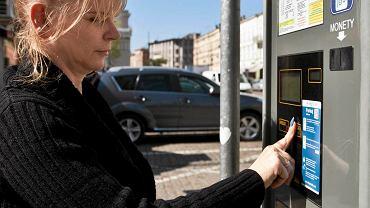 Katarzyna Mrowca pracuje w kwiaciarni przy pl. Wolności. Codziennie kupuje bilet. - Darmowy parking w soboty odejmie mi kosztów, a z pewnością także przysporzy klientów - mówi.