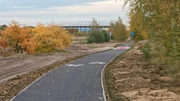 Zdjęcie numer 2 w galerii - Nowa ścieżka dla rowerzystów biegnie przy Motoarenie, bajeczne kolory wokół [ZDJĘCIA]