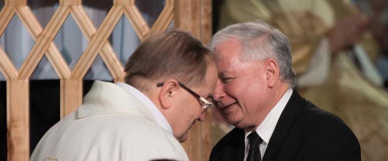 Po co Kaczyński jedzie do o. Rydzyka? Cel ma podobny do Tuska wbijającego szpile na Twitterze