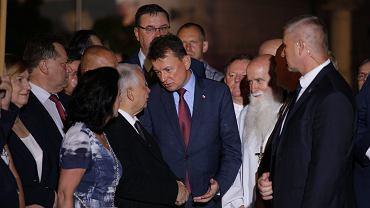 Jarosław Kaczyński i Mariusz Błaszczak podczas 88. miesięcznicy katastrofy smoleńskiej