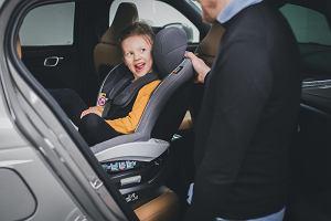 Wypadki się zdarzają. Jak chronić podróżujące w samochodzie dziecko? Bezpieczna podróż dla kobiet w ciąży i dziecka