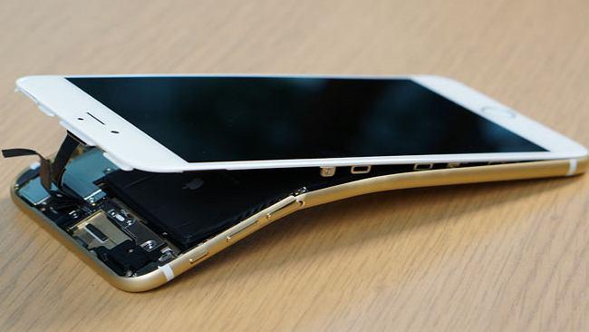 """Piekło zamarzło? Apple przyznaje się do błędu i przeprasza za """"uśmiercanie"""" iPhone'ów. Jest aktualizacja, która naprawi """"Error 53"""""""