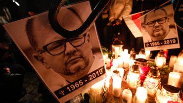 Rynek Główny: krakowianie upamiętnili zmarłego Pawła Adamowicza
