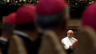 Papież Franciszek na spotkanku z purpuratami w Kurii Rzymskiej w Sali Klementyńskiej w Watykanie
