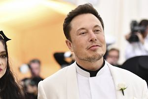 Elon Musk pojawił się na Met Gali z nową dziewczyną. To alternatywna wokalistka. Połączył ich nietypowy żart