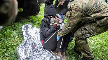 Grupa 11 uchodźców z Afryki w stanie wycieńczenia i hipotermii została namierzona przez wolontariuszy z Grupy Granica, 21.09.2021