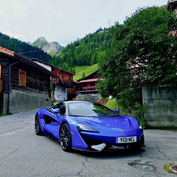 MCLAREN 570S Silnik: benzynowy V8, 3.8 l, Moc / Maksymalny moment obrotowy: 570 KM / 600 Nm, Skrzynia biegów: automatyczna, 7-biegowa, Napęd: na tylną oś, 0-100 km/h: 3,2 s, V-max: 328 km/h, Poj. bagażnika: 144 l, Cena: ok. 1 150 000 zł