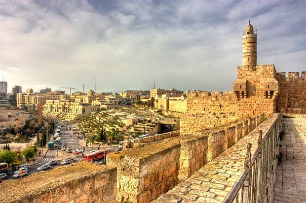 Jerozolima - mury Starego Miasta / shutterstock