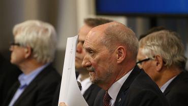 11.04.2018. Antoni Macierewicz podczas prezentacji 'raportu technicznego' podkomisji do spraw ponownego zbadania przyczyn katastrofy smoleńskiej