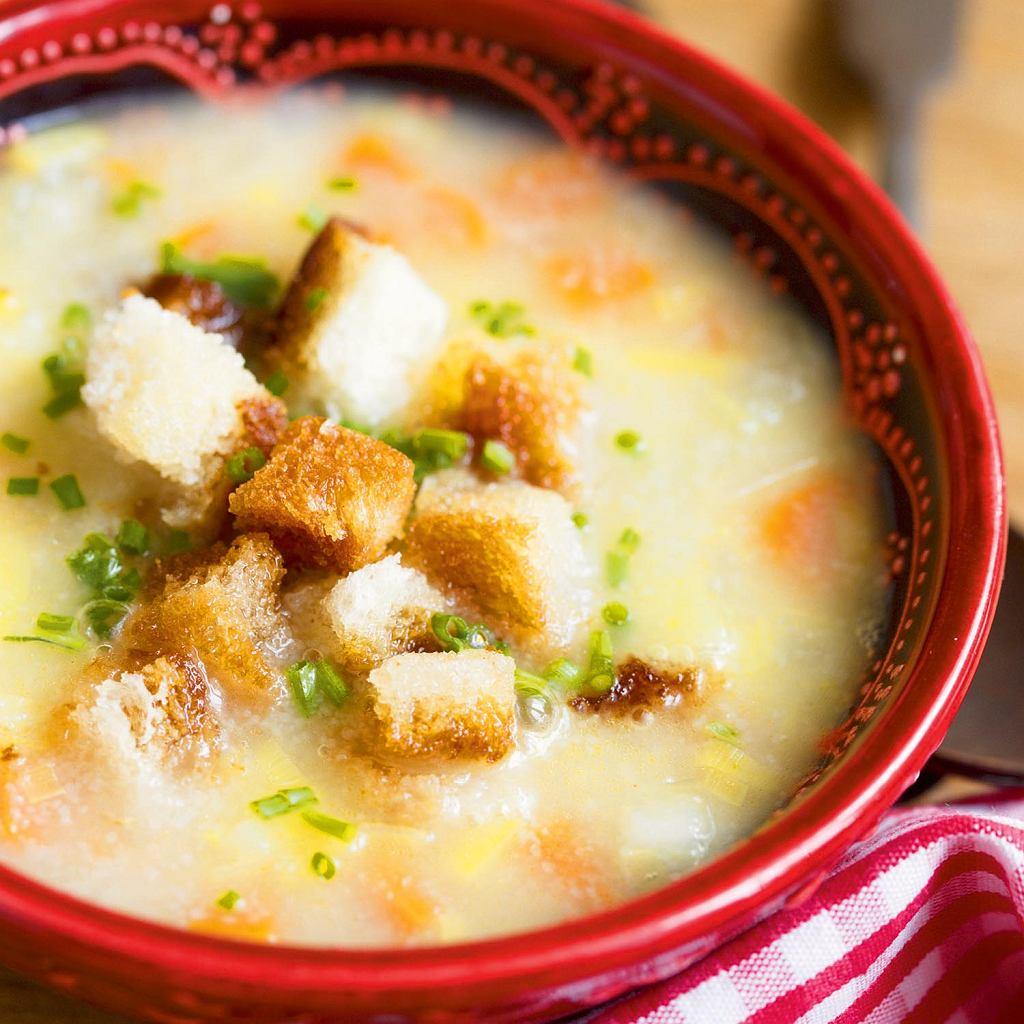 Zupa warzywna z kaszą manną i grzankami