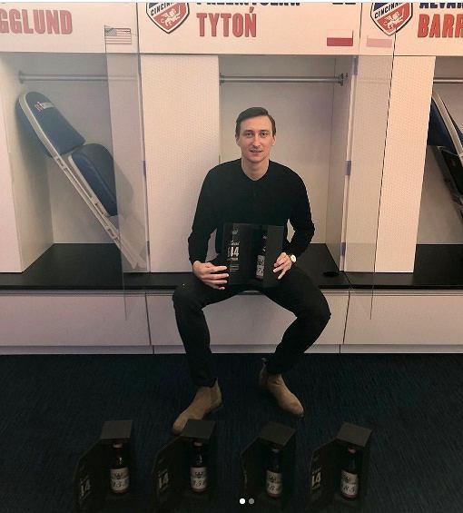 Tytoń dostał prezent od Messiego w postaci pięciu butelek piwa