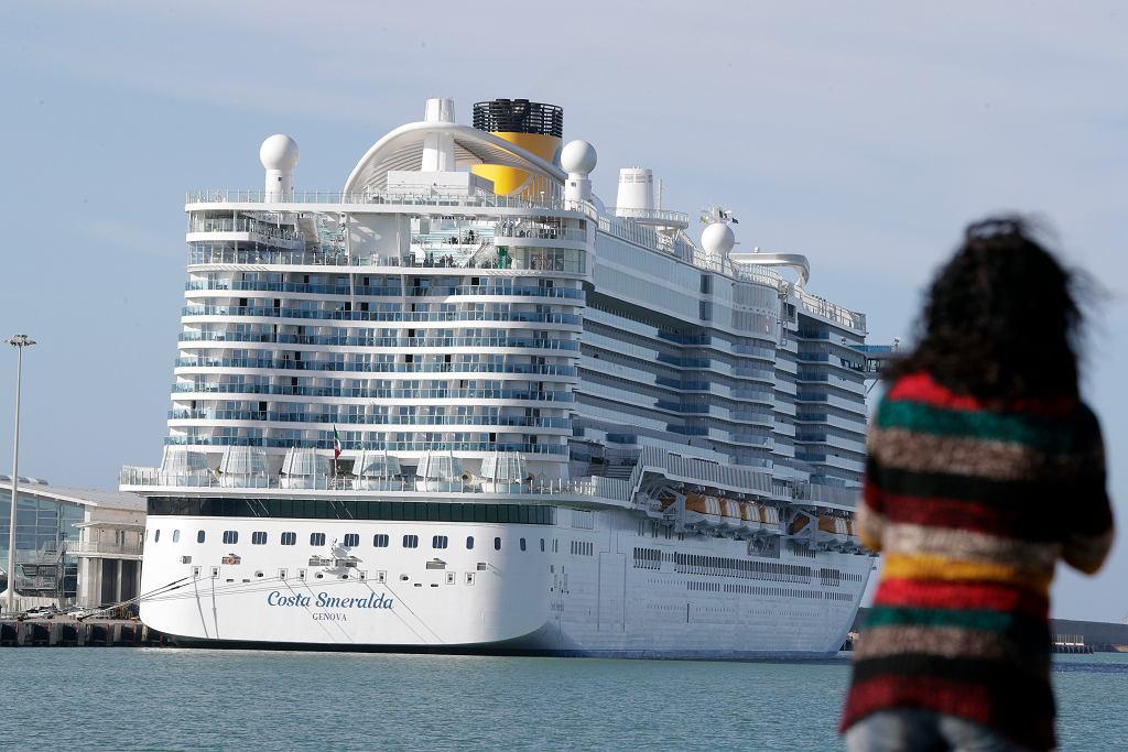 Statek Costa Smeralda w porcie Civitavecchia niedaleko Rzymu