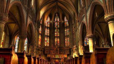 Apostazja. Jak wystąpić z Kościoła katolickiego? Jakie są tego konsekwencje?