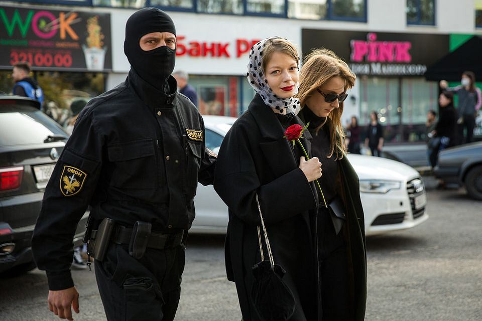 Fotografia.  Zapis chwil, z ostatnich miesięcy na Białorusi, w których nadzieja zgniatana jest przez przemoc, od piątku (26 lutego) oglądać można na plenerowej wystawie w centrum Białegostoku