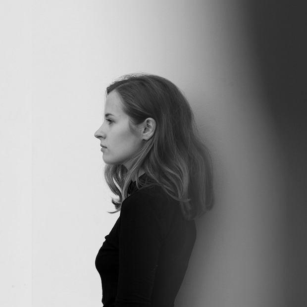 """Hania Rani z teledyskiem do utworu """"Glass"""" promującym debiutancką płytę"""