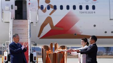 20.03.2020 Japonia. Ceremonia przekazania ognia olimpijskiego na lotnisku w pobliżu Tokio.