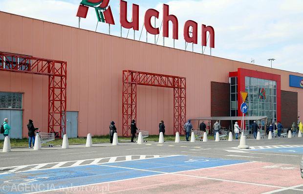 Auchan zamyka sklepy w Polsce, jeden to jak 30 Biedronek. To już trend