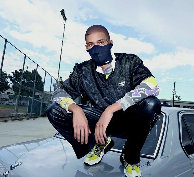 Blawko z ulic L.A. ma na twarzy maskę, 'recesję' i 'nadzieję'.