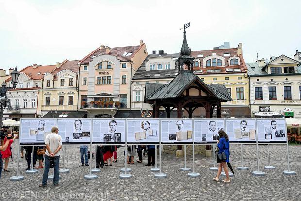 Zdjęcie numer 0 w galerii - W Rynku otwarto wystawę i instalację artystyczną poświęconą twórczości Freda Zinnemanna [ZDJĘCIA]