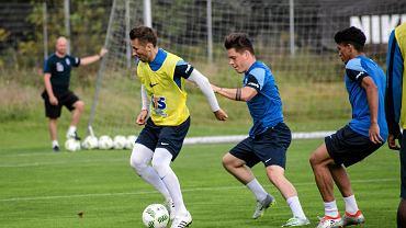 Lech Poznań trenuje przed meczem z Pogonią Szczecin.  Od lewej Radosław Majewski , Marcin Wasielewski i Victor Gutierrez