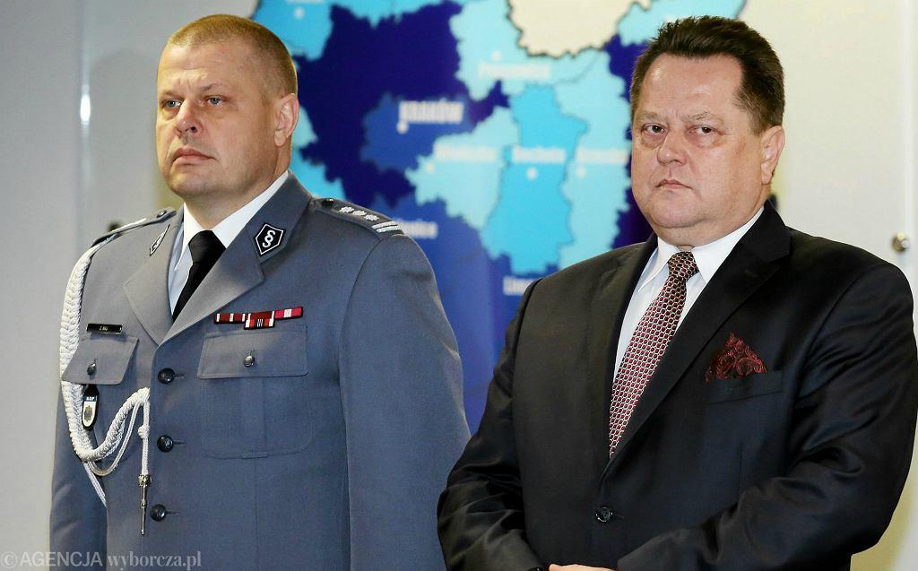 Komendant Główny Policji Zbigniew Maj i sekretarz stanu w MSWiA Jarosław Zieliński