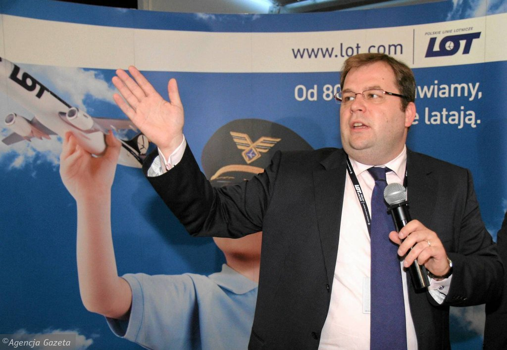 Sebastian Mikosz kierował LOT-em dwa razy. Najpierw przez półtora roku od wiosny 2009 r. Po raz drugi został prezesem w lutym 2013 r. Na zdjęciu: 12 sierpnia 2009 r. omawia wyniki spółki za 2008 r.