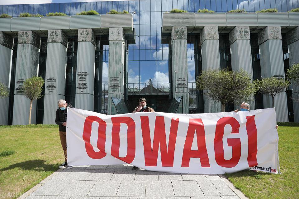Pikieta przed siedziba SN podczas Zgromadzenia Sędziów Sądu Najwyższego. Warszawa, 12 maja 2020