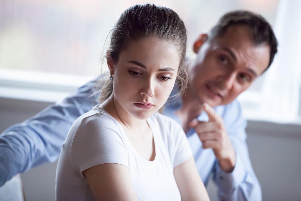 Zdrada emocjonalna nazywana jest również zdradą psychiczną.