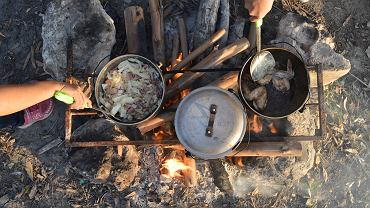 Co warto zabrać ze sobą na urlop, jeśli chcemy sami przygotowywać posiłki?