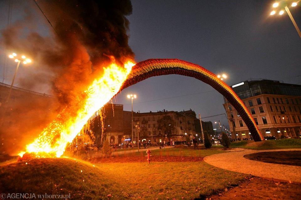 Pożar Tęczy na pl. Zbawiciela w 2013 roku