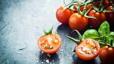 Ile kalorii ma pomidor? Bardzo mało! Można śmiało jeść go, będąc na diecie.