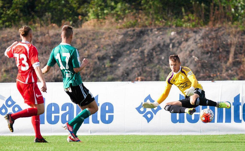 W pierwszym w tym sezonie meczu rozegranym w Łodzi Widzew przegrał z GKS II Bełchatów 1:2. Na zdjęciu sytuacja Kamila Zielińskiego z 50. minuty