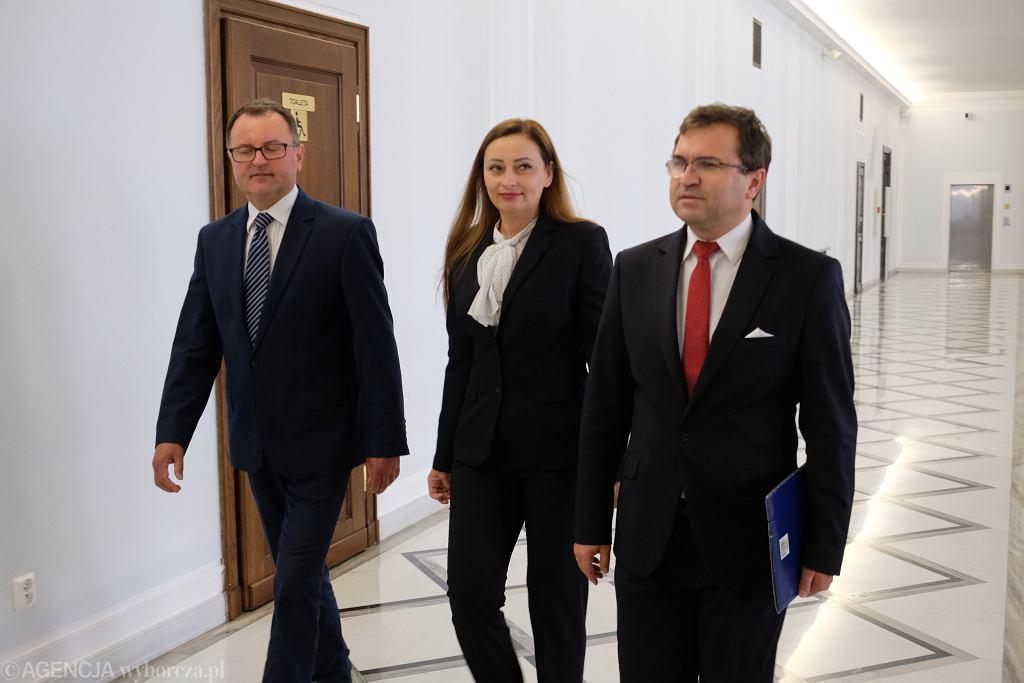 Posłowie Zbigniew Girzyński, Małgorzata Janowska i Arkadiusz Czartoryski odchodzą z Klubu PiS